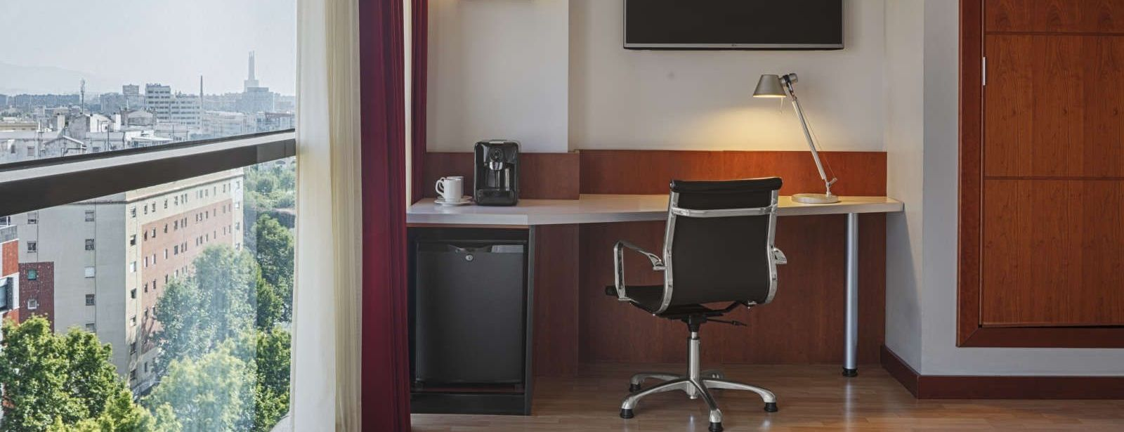 Executive Room Working Desk | Four Points Barcelona Hotel